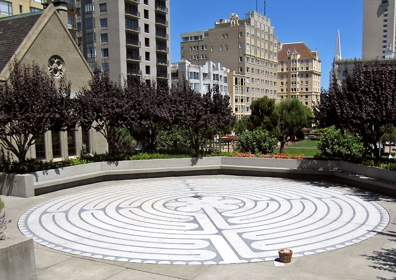 1164404795cgf1c6tgrace_cathedral_labyrinty_outdoor.jpg