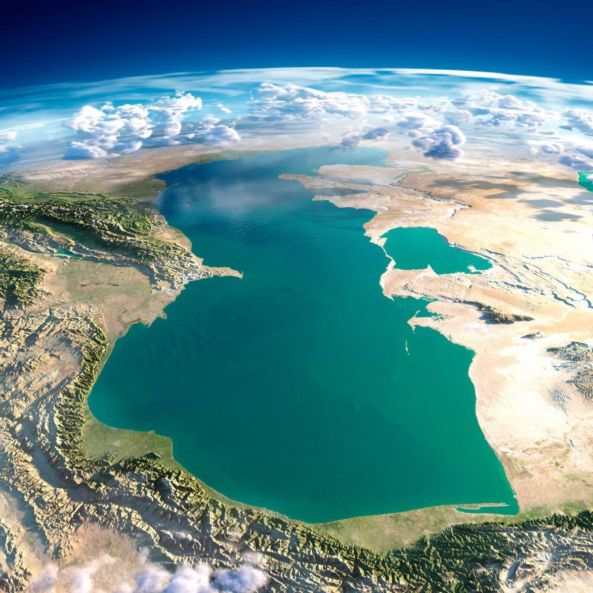 Вид сверху на Каспийское море