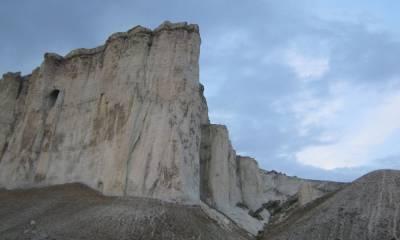 Белая скала Ак-Кая