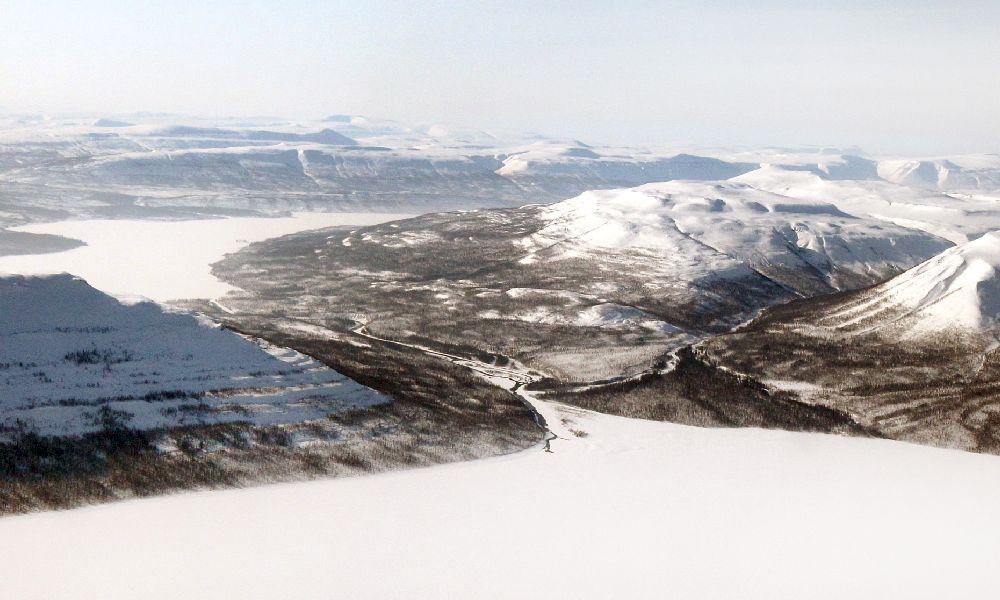 Плато Путорана в Сибири под снегом