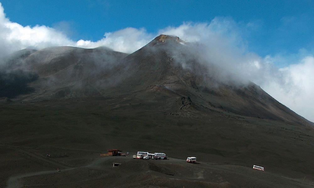 высота вулкана Этна над уровнем моря