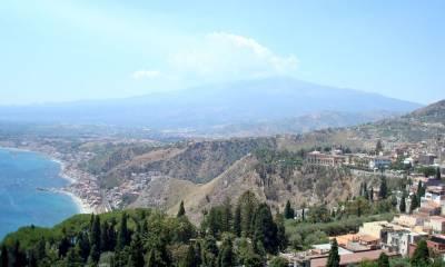 Вулкан Этна находится